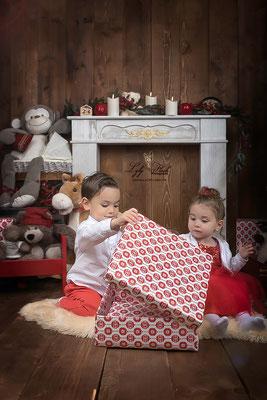 photographe noel maison du père noël dans le var studio photo des jouets