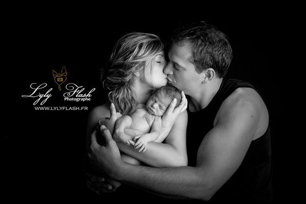 photographie en noir et blanc pour la naissance de bébé par #lylyflash #photographe du var près de Manosque
