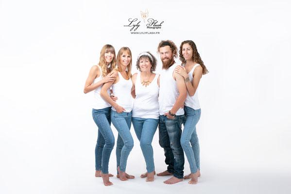 photographie d une famille heureuse près de Toulon