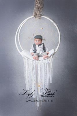 photographe bébé 4 mois studio photo photographie d'art suspension