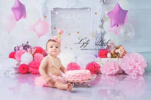 photographe anniversaire smash the cake bébé rose