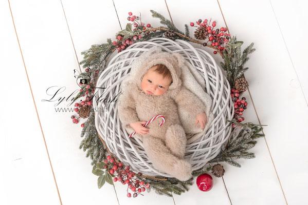 photographe nouveau-né  bébé néoules
