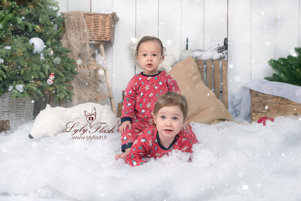 quand les enfants joue a la neige dans le studio photo lylyflash