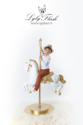 photographe portrait d'enfant en studio  cow boy a Marseille
