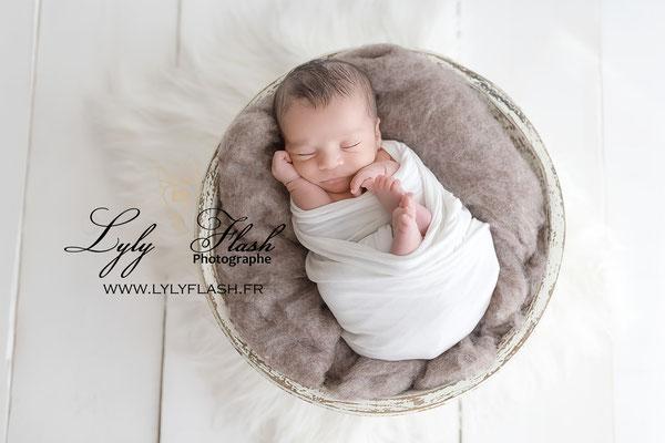 photographe pour bébé dans le var près de draduigan