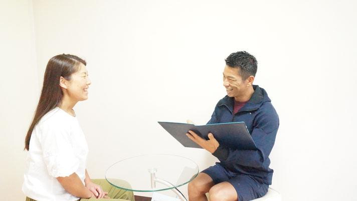 パーソナルトレーニング開始時は、体調の確認やご自宅での食事の具合などお伺いいたします。