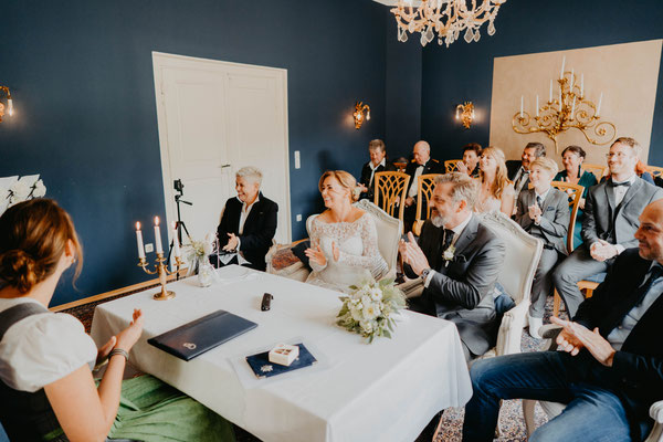 Heiraten im Allgäu - Oberstdorf - Jagdhaus - Blauer Salon - Vintage Boho Wedding - Schilfphotoworks