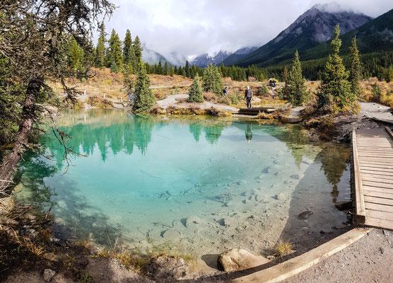 Ink Pots. 4 Grad kalte Quellen. Je schneller sich ein Pool füllt, desto dunkler ist ist.