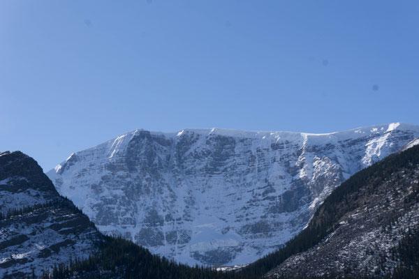 Columbia Icefield. Dicke: 100 bis 365 m!!!! jährliche Schneefallmenge: bis zu sieben Meter