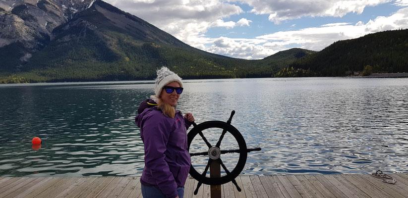 Lake Minnewanka. Dort haben wir eine Bootstour gemacht.