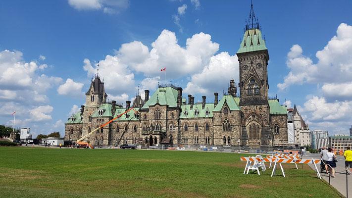 Parlamentsgebäude auf dem Parliament Hill
