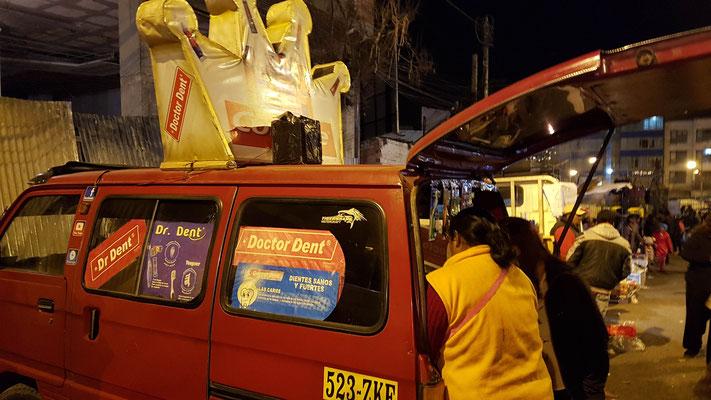 Ein Mundhygieneartikel-verkaufs-Auto... mit Musik wie ein Glacewagen :)
