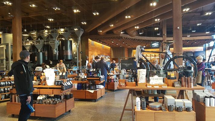 Kaffeerösterei von Starbucks mit integriertem Shop und Café