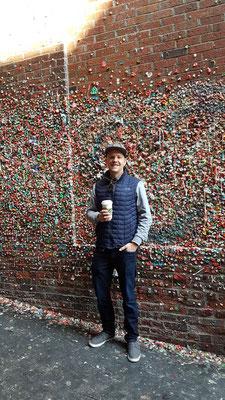 Die wiederliche Gum Wall. Voll beklebt mit Kaugummies. Die wohl ekligste Sehenswürdigkeit in Seattle