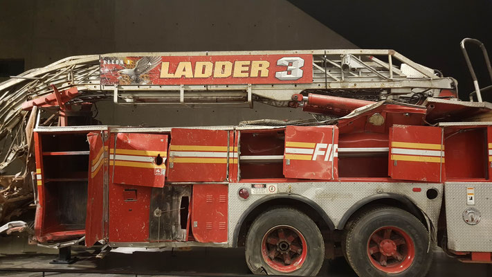 Zerstörtes Feuerwehrauto von 9/11