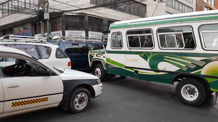 Feierabendverkehr in La Paz, inkl. Hupkonzert.