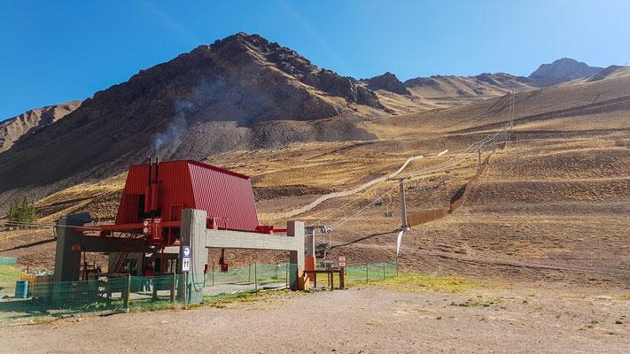 Skigebiet in den Anden. Die Anlage läuft mit Diesel und war ziemlich laut