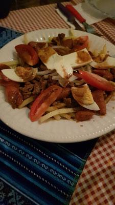 Pique Macho. Perfectes after Club Essen... Pommes mit Fleisch, Gemüse und anderen Zutaten. Mega lecker!