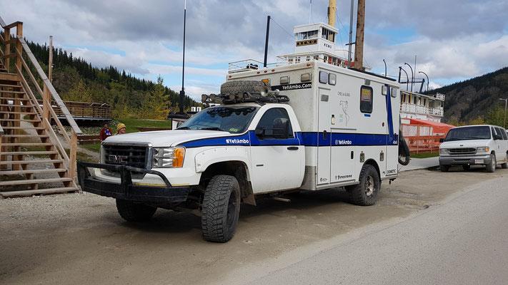zum Camper umgebaute Ambulanz