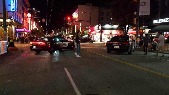 Nachts wurde ein Teil der Granville Street gesperrt. Wahrscheinlich wegen den vielen Partygängern