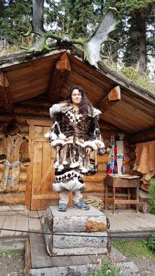 Traditionelle Kleidung aus Fellen