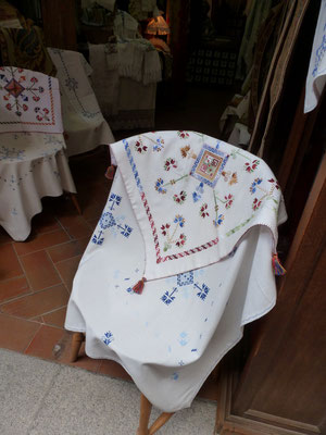 Boutique de broderies et tentures