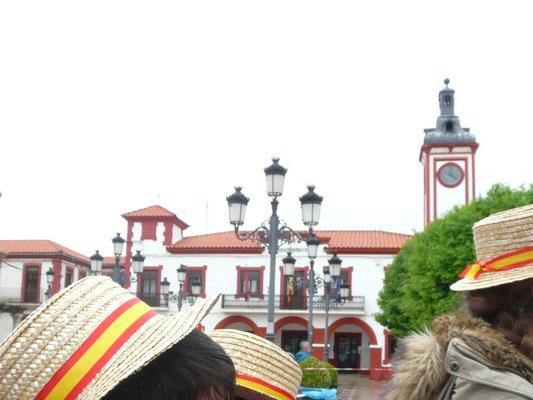 16h00 - Arrivée place d'Espagne, face à la Mairie