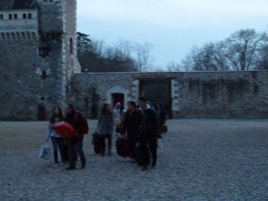les premiers pedroteños découvrent le château ...