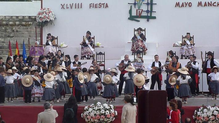 Début du festival, avec les enfants de Pedro Muñoz