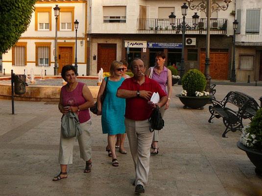 Juan, le Directeur de l'Ecole de Musique, suivi d'Amies de Pedro Muñoz