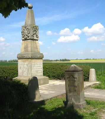 Apelstein Nr. 2 Prinz Eugen von Württemberg mit Denkmal bei Wachau