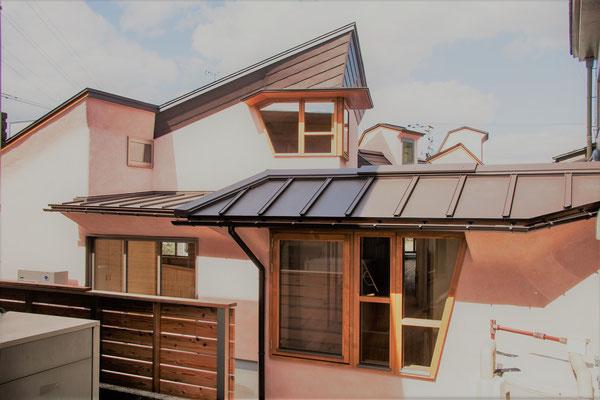 複雑な屋根ライン