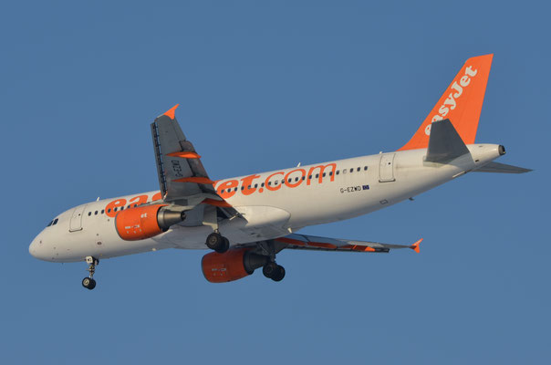 Easy Jet --- G-EZWD --- A320-214
