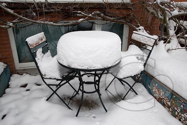 100108_DSC0017 Tisch Stuhl Schnee Winter