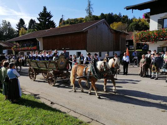 Leonhardifahrt Miederdirndl in Reichersdorf 2019