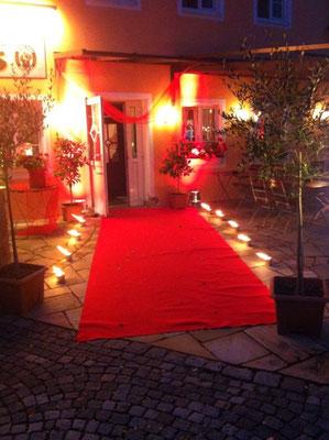 Empfang roter Teppich Hochzeit