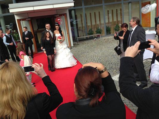 Empfang Hochzeit roter Teppich Hochzeit