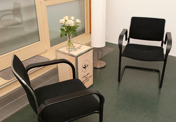 Wir vereinbaren Beratungsgespräche und Sitzungen im geschützten Raum.