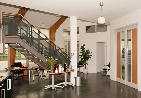 Das Supervisionszentrum befindet sich im Dachgeschoss. Ein Aufzug ist vorhanden.