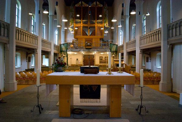 Lutherkirche Konstanz Altar und Orgel