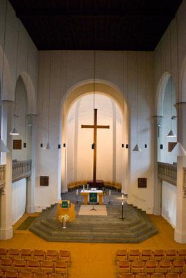 Lutherkirche Konstanz Altar und Kreuz