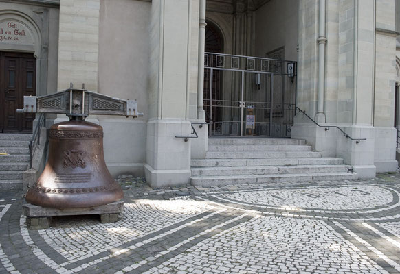 Lutherkirche Konstanz Eingang und Glocke