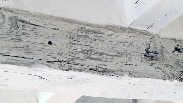 Cérusé gris sur ancienne poutre chêne foncé