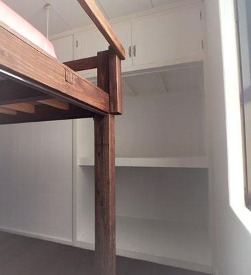 収納がたっぷりあるので、ベッドスペースはかなりゆったり。