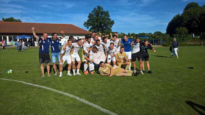 Das Meisterteam aus Sankt Martin jubelt