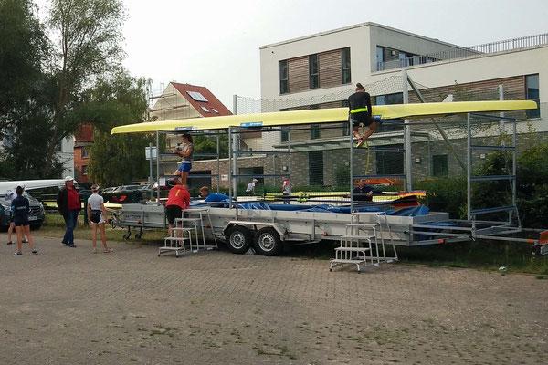 Auf geht's, Freitag, 21. Juli: Die Bootshänger an der Ruderakakdemie Ratzeburg füllen langsam ... Foto: J. Lotz