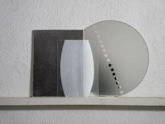 13-6 acrilico su vetro, resina su specchio 2013 cm69x45,5