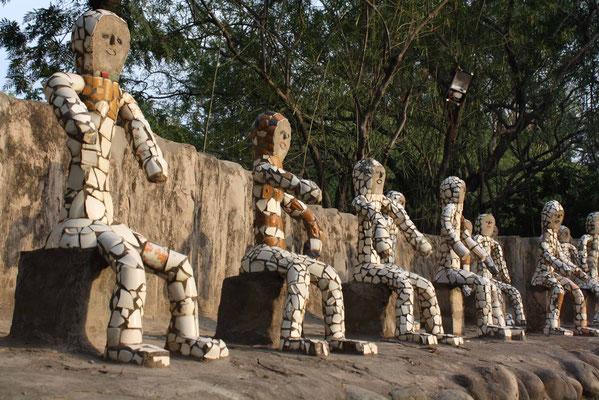 Hier besuchen wir den berühmten 'Rock Garden' des indischen Phantasten Nek Chand ...