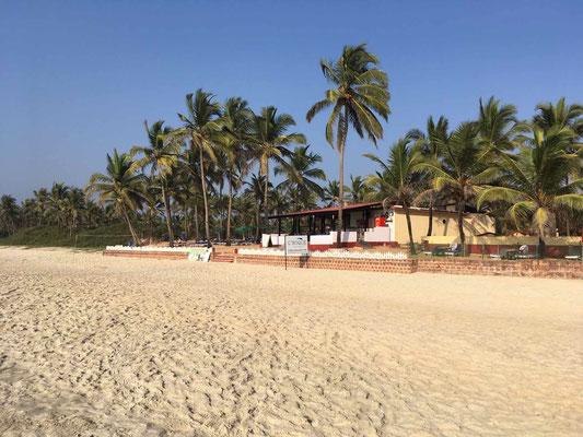 Unser Quartier in Goa liegt natürlich direkt am Strand ...