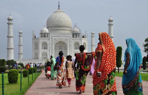 Das Garbmal des Großmoguls Shah Jahan für seine geliebte Frau Mumtaz Mahal ist eines der berühmtesten Bauwerke der Welt